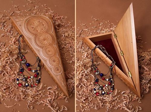 Wooden box with carving - MADEheart.com