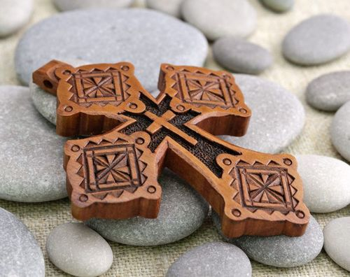 Pectoral wooden cross - MADEheart.com
