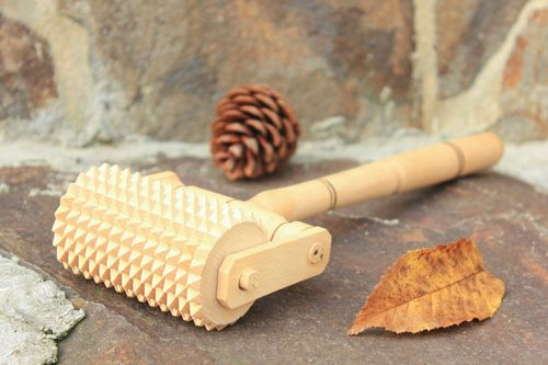 Wooden manual massage tool - MADEheart.com