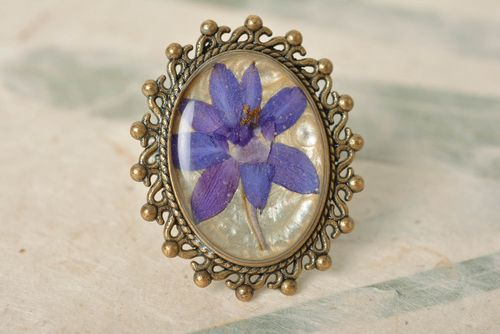 Ring with dried flowers in an epoxy resin oval vintage handmade accessory - MADEheart.com