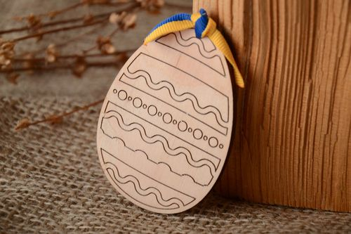 Plywood Easter egg with orientation lines - MADEheart.com