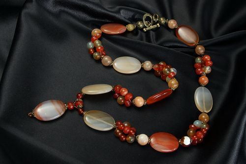 Necklet made of cornelian, jasper and agate - MADEheart.com