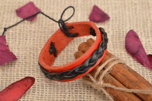 Handmade designer genuine leather wrist bracelet of red and black colors unisex - MADEheart.com