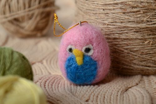 Felted wool toy bird with eyelet - MADEheart.com