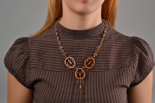 Stylish homemade botanical jewelry walnut necklace accessories for girls - MADEheart.com
