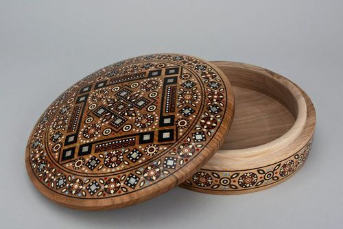 Inlaid round box - MADEheart.com