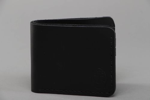 Genuine leather wallet of black color for men - MADEheart.com