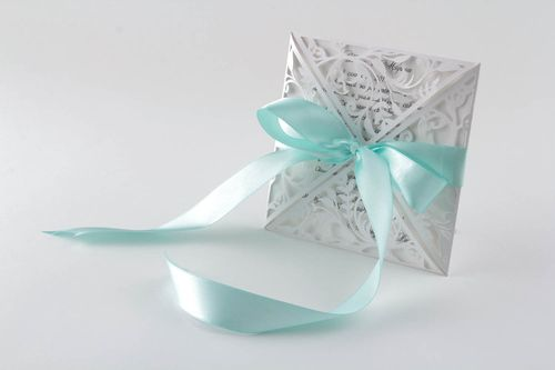 Handmade wedding invitation - MADEheart.com