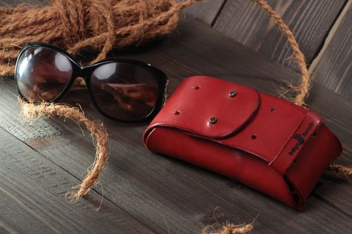 Handmade stylish genuine leather eyeglass case for women Red - MADEheart.com