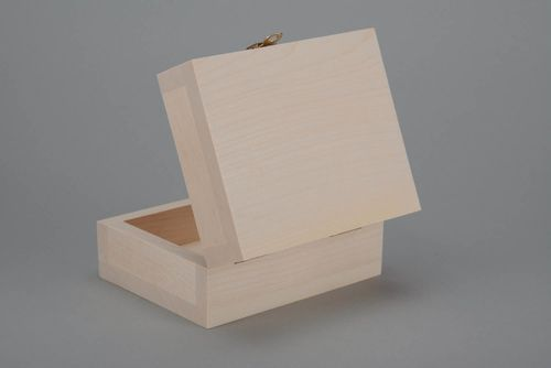 Blank box made of wood - MADEheart.com