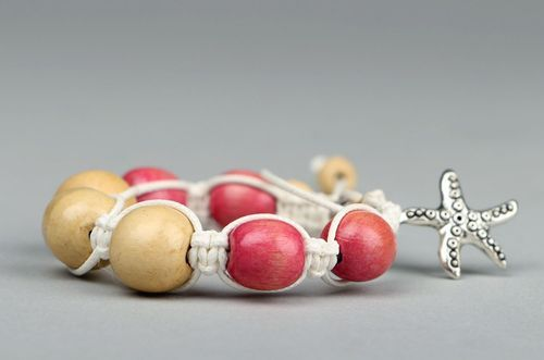 Bracelet made of wooden beads - MADEheart.com