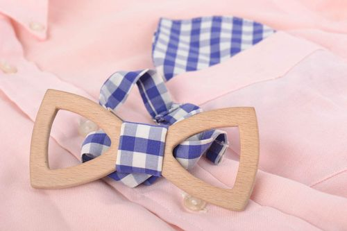 Beautiful handmade designer wooden bow tie with checkered cotton handkerchief - MADEheart.com