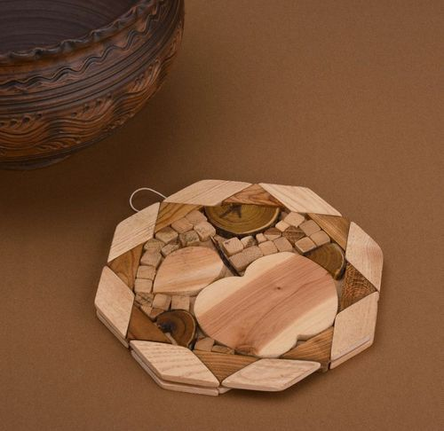 Wooden coaster for hot dishes - MADEheart.com