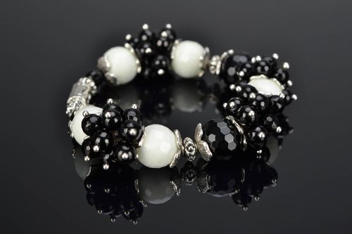Black and white bracelet with natural stone - MADEheart.com