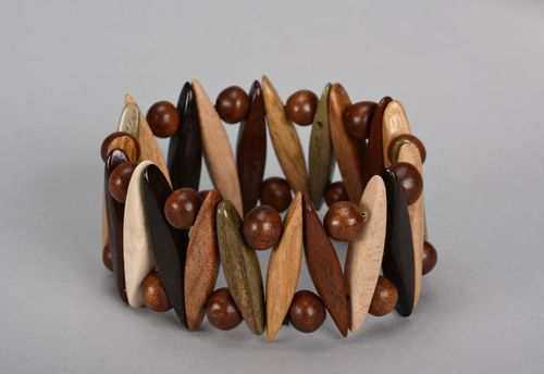 Brown wrist bracelet with round beads - MADEheart.com