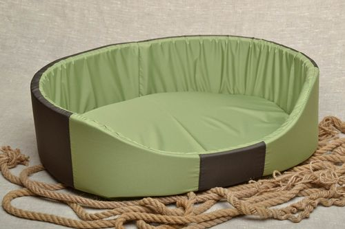 Couchage pour chien artisanal vert - MADEheart.com