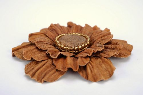 Light brown leather brooch - MADEheart.com