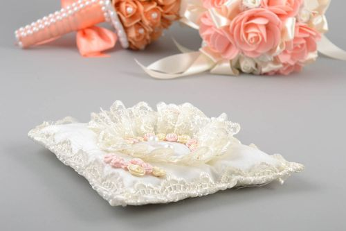 Handmade gentle white wedding bearer pillow decorated with flowers - MADEheart.com