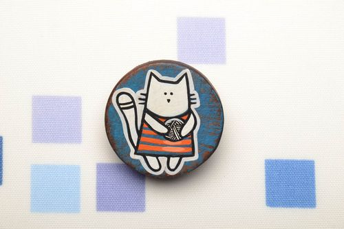 Hand painted wooden brooch Cat - MADEheart.com