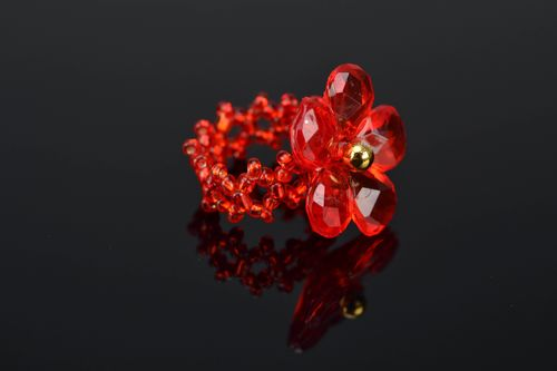 Handmade beaded ring of red color - MADEheart.com