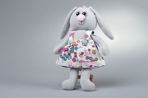 Toy Hare girl - MADEheart.com