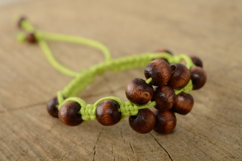 Macrame bracelet with wooden beads - MADEheart.com
